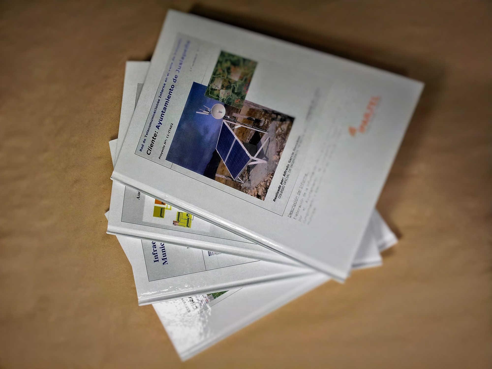 Edición, impresión y encuadernación de manuales de empresa.